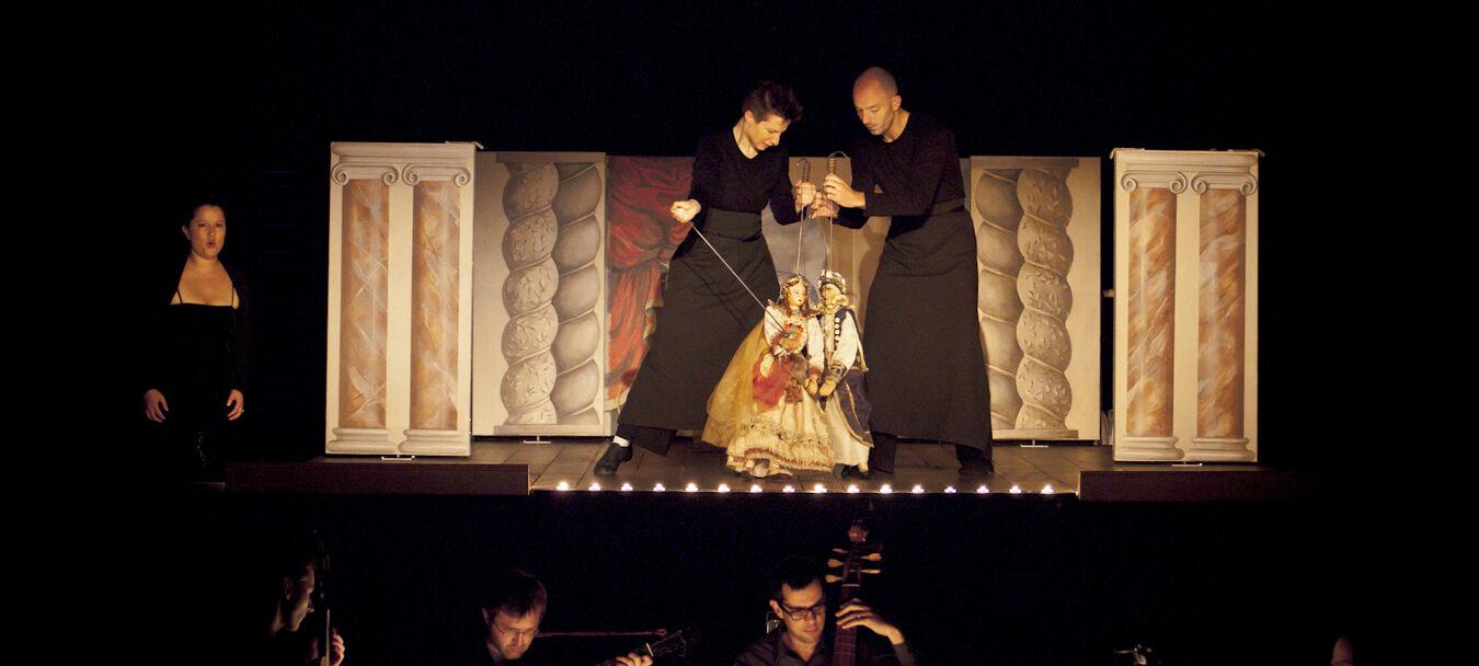 Caligula | ANNULÉ | Annulé | Giovanni Maria Pagliardi - Vincent Dumestre / Le Poème Harmonique - Mimmo Cuticchio - Alexandra Rübner - Arcal C<sup>ie</sup> Nationale de Théâtre Lyrique et Musical